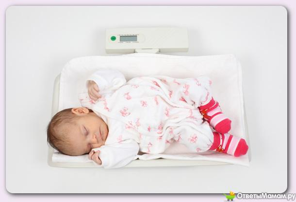 почему ребенок срыгивает свернутым молоком после смеси