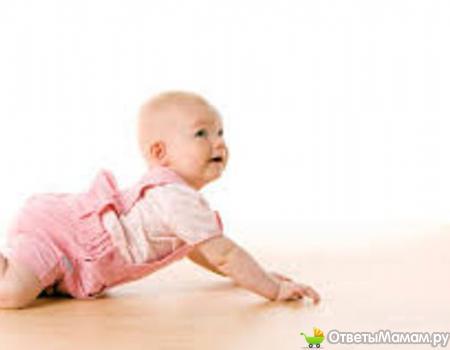 в каком возрасте ребенок начинает ползать