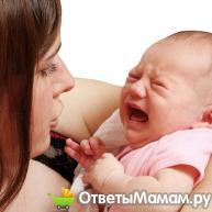 По какой причине новорожденный высовывает язык?